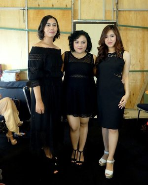 Backstage before show with fellow blogger @anjanidee @ellenstephaniee  #throwback  #ClozetteID #ootd #fashionshow #performance #fashionblogger #blogger #fashionstyle #whatiwore #styleblogger #style #black #instafashion #instastyle #instablogger #instaphoto #photooftheday #instagram #instalike #instagood