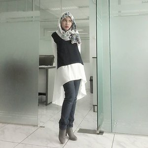 Its been a long time i dont share my office outfit. Yeah its still on the laboratory area.. #fashion #hijabfashion #chichijab #oord #hotd #hijabstyle #hijab #officelook #clozetteid #clozette #hijabblogger #bblogger #beautybloggerindonesia