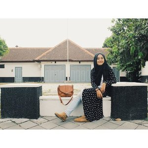 Semoga bisa tersenyum seperti ini seterusnya🍃🐼🐼 #vscocam #clozetteid #hijabfashion  Photo by @andrewdynto